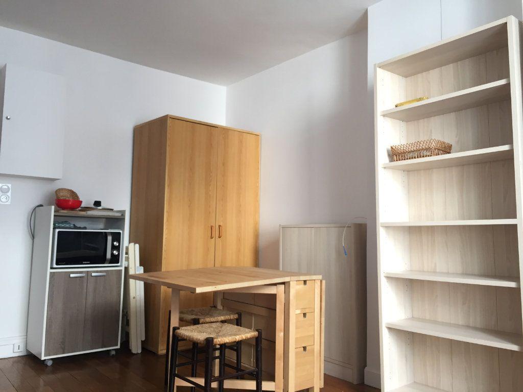 Appartement à louer 1 18.52m2 à Paris 18 vignette-4
