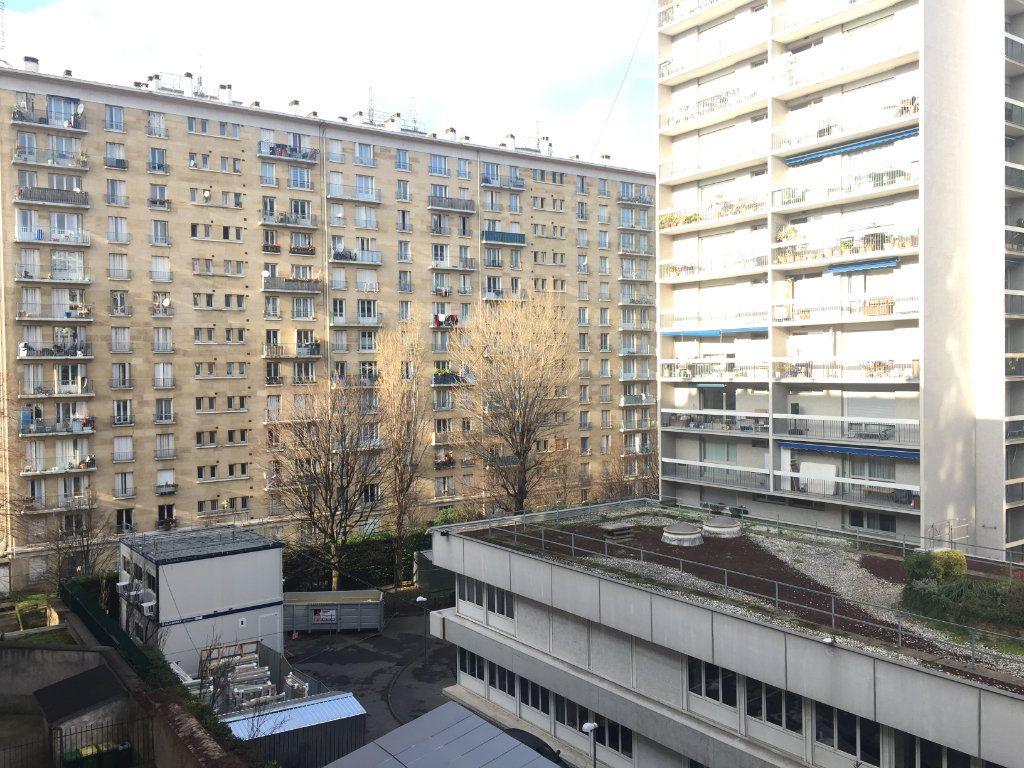 Appartement à louer 1 20m2 à Paris 18 vignette-2