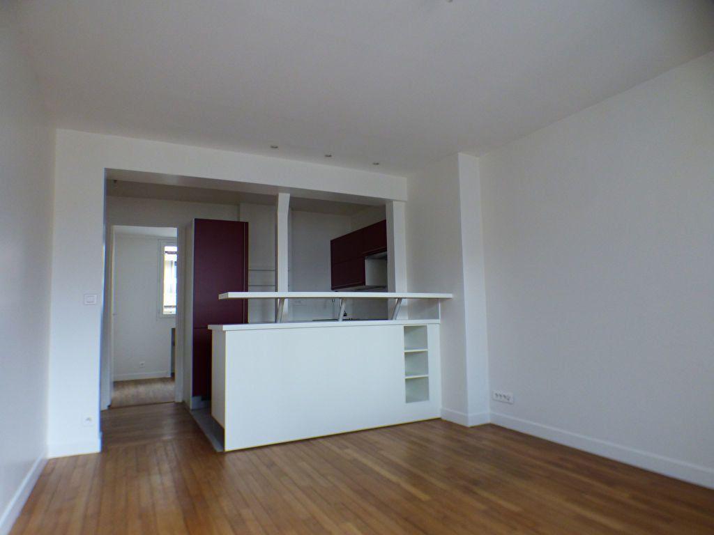 Appartement à louer 2 33m2 à Paris 18 vignette-1
