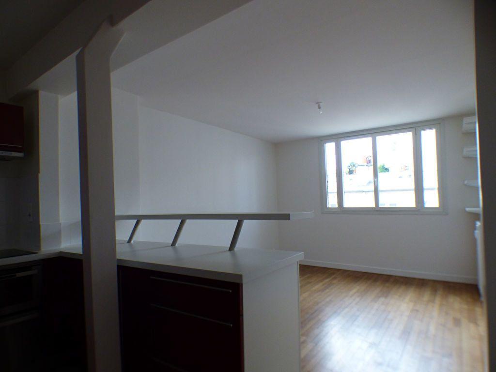 Appartement à louer 2 33m2 à Paris 18 vignette-2