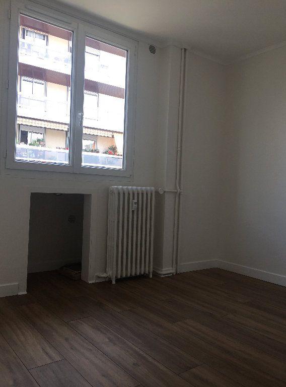 Appartement à louer 2 33m2 à Paris 18 vignette-6