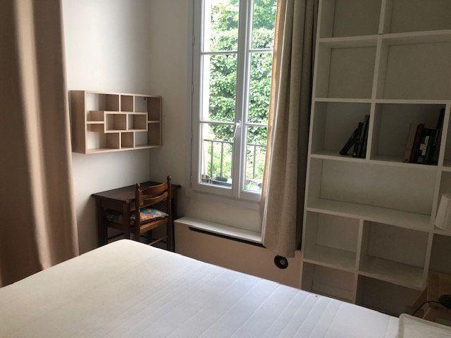 Appartement à louer 2 26.9m2 à Paris 18 vignette-2