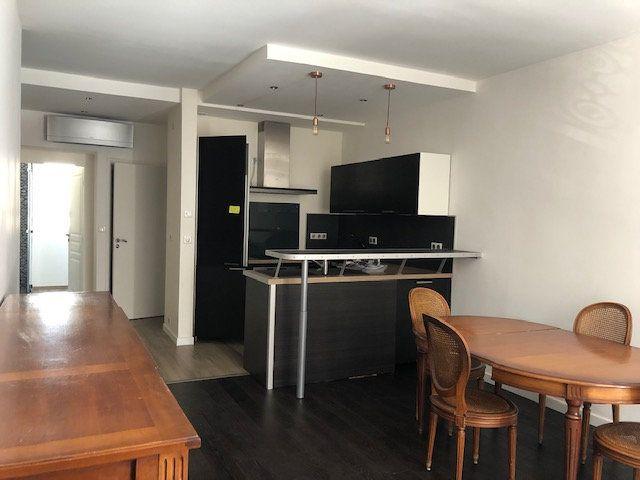 Appartement à louer 3 58m2 à Paris 10 vignette-3