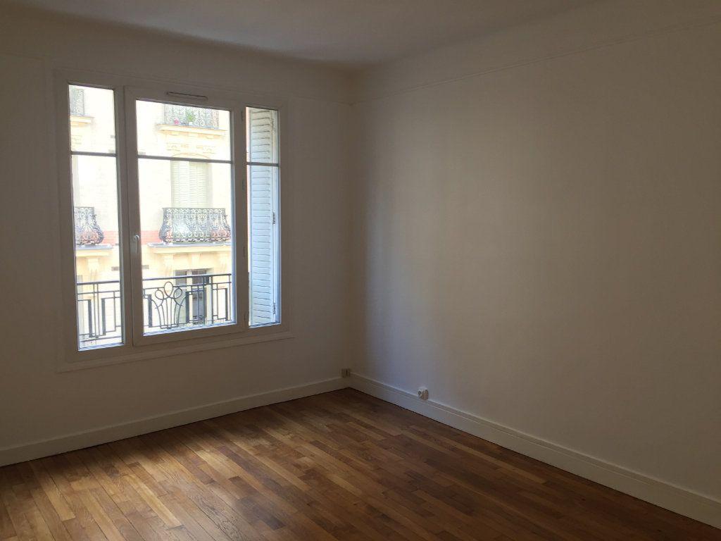Appartement à louer 1 26.36m2 à Paris 18 vignette-1