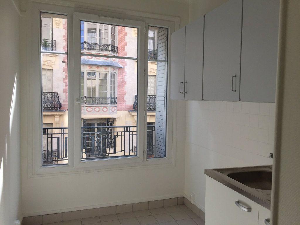Appartement à louer 1 26.36m2 à Paris 18 vignette-2