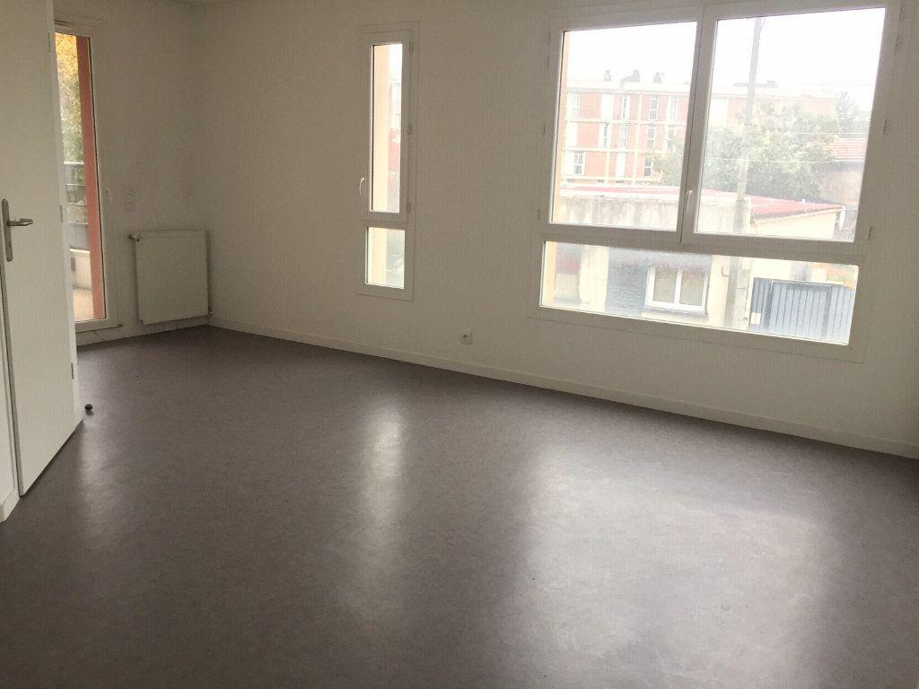 Appartement à louer 2 48.44m2 à Le Blanc-Mesnil vignette-3