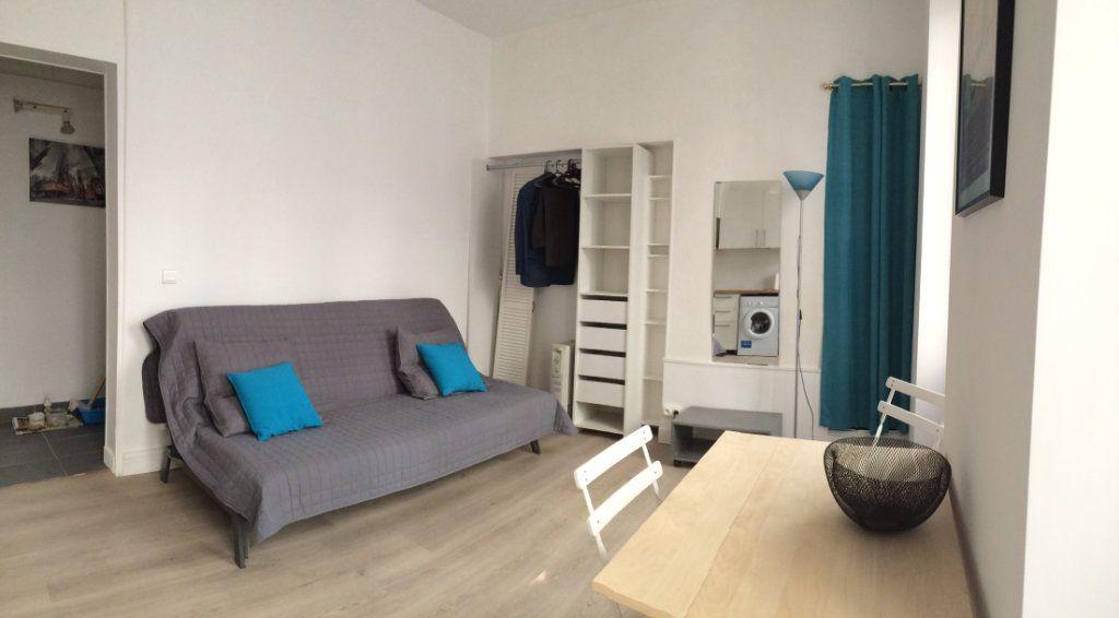 Appartement à louer 1 20.13m2 à Paris 18 vignette-1
