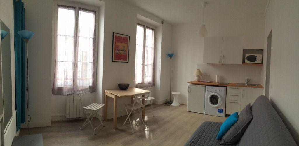 Appartement à louer 1 20.13m2 à Paris 18 vignette-2