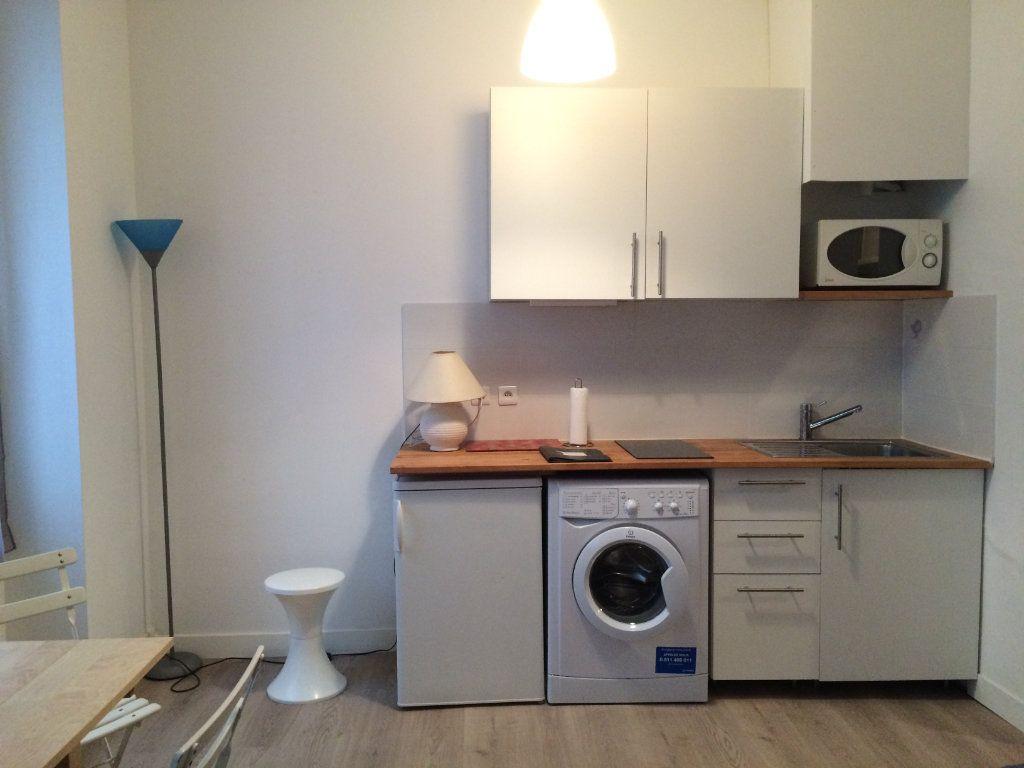 Appartement à louer 1 20.13m2 à Paris 18 vignette-4