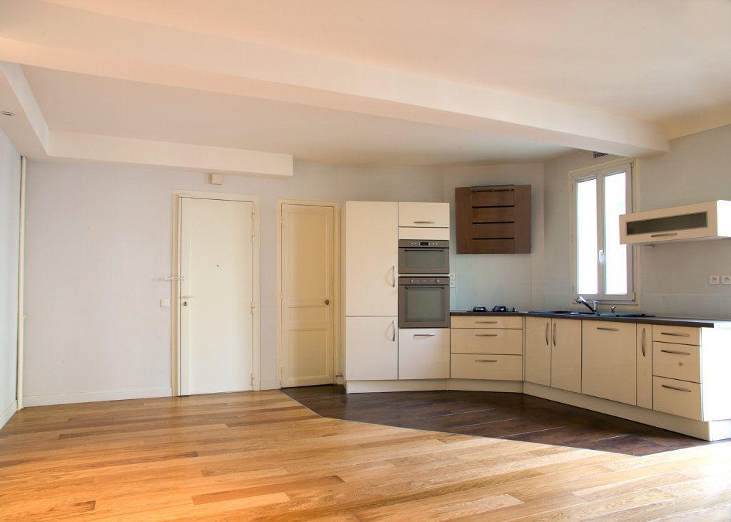 Appartement à vendre 2 61.54m2 à Paris 17 vignette-3