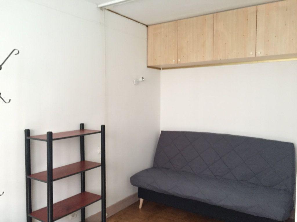 Appartement à louer 1 25.11m2 à Paris 17 vignette-1