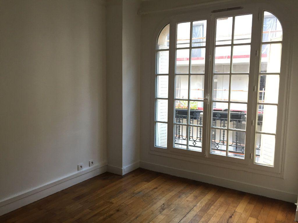 Appartement à louer 2 35.8m2 à Paris 18 vignette-3