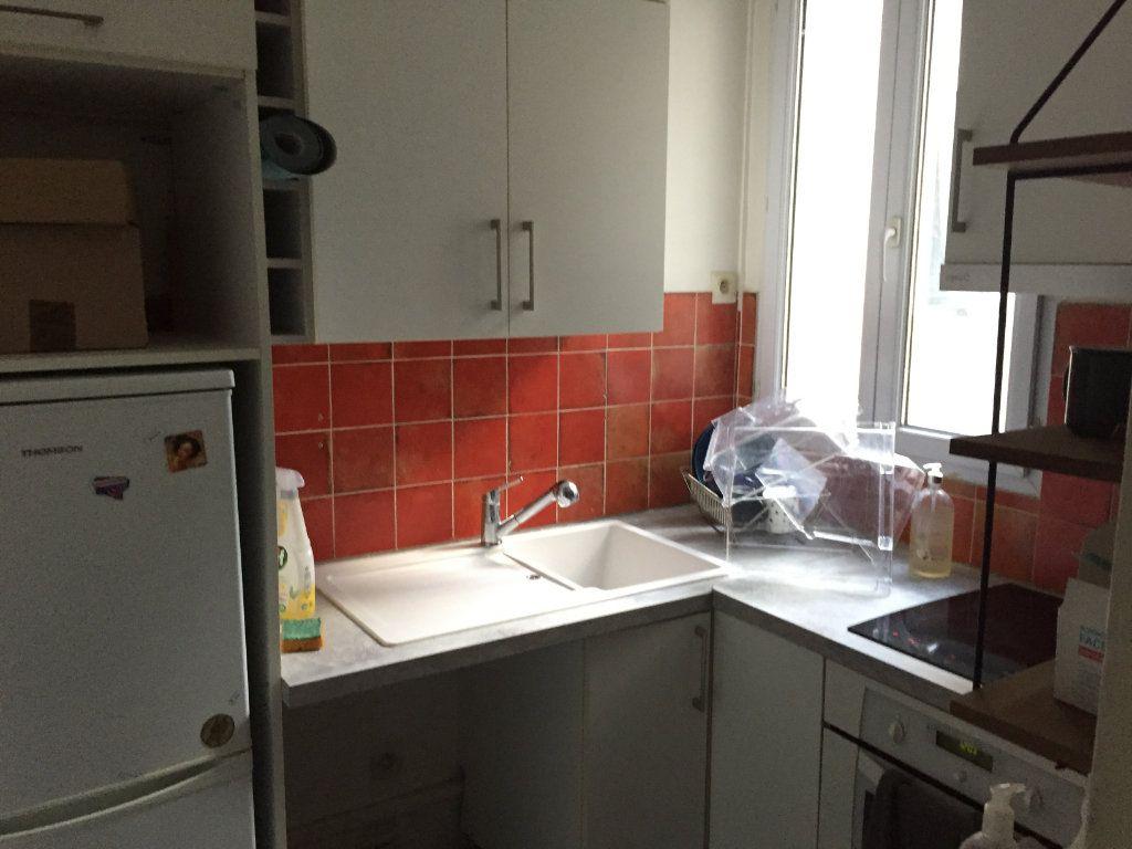 Appartement à louer 2 35.8m2 à Paris 18 vignette-4