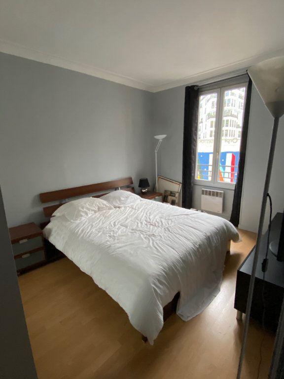 Appartement à louer 3 60.64m2 à Paris 17 vignette-3