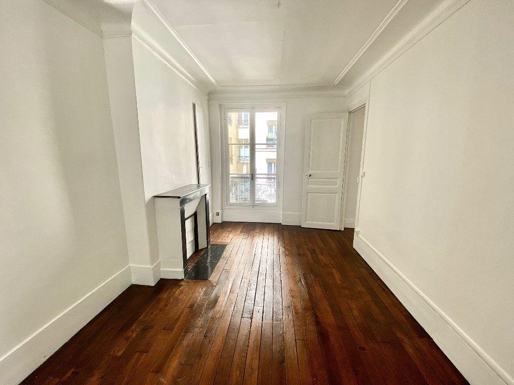 Appartement à vendre 2 36.6m2 à Paris 18 vignette-1