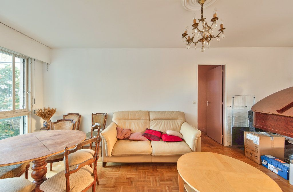Appartement à louer 4 72m2 à Paris 18 vignette-4
