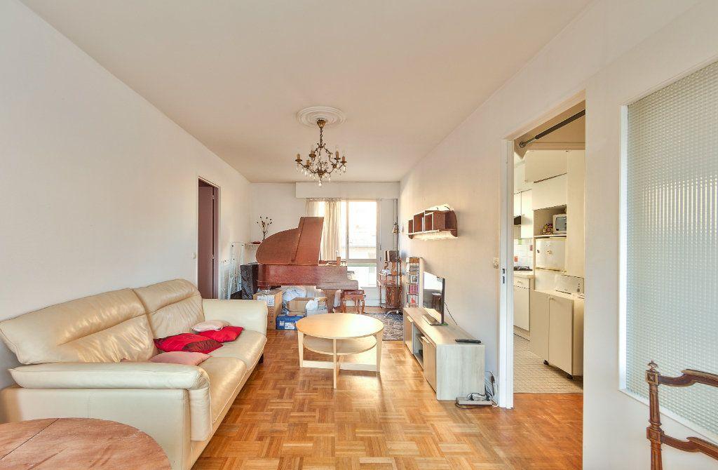 Appartement à louer 4 72m2 à Paris 18 vignette-5