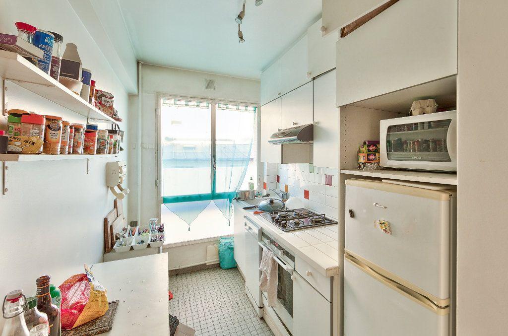 Appartement à louer 4 72m2 à Paris 18 vignette-7