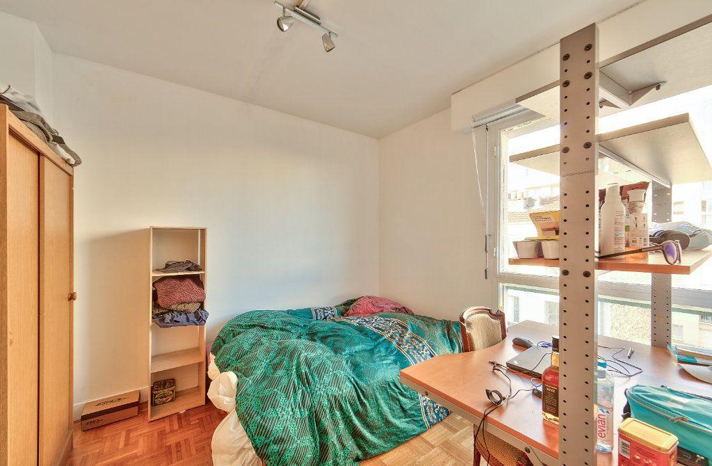 Appartement à louer 4 72m2 à Paris 18 vignette-9