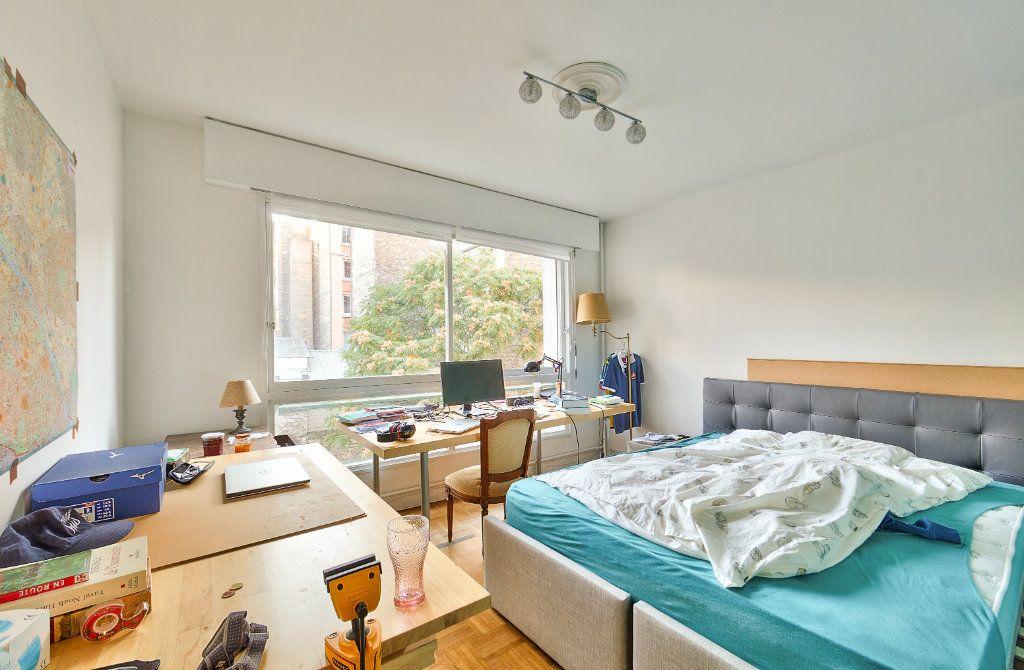 Appartement à louer 4 72m2 à Paris 18 vignette-11