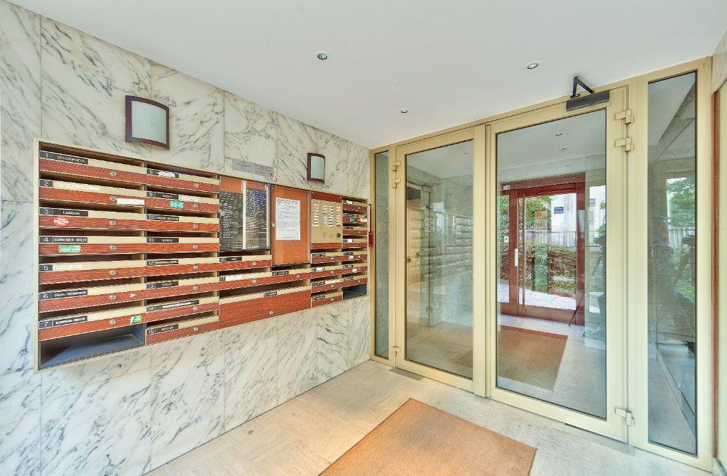 Appartement à louer 4 72m2 à Paris 18 vignette-13