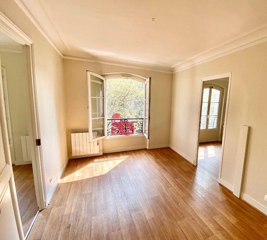 Appartement à vendre 3 49m2 à Paris 17 vignette-3