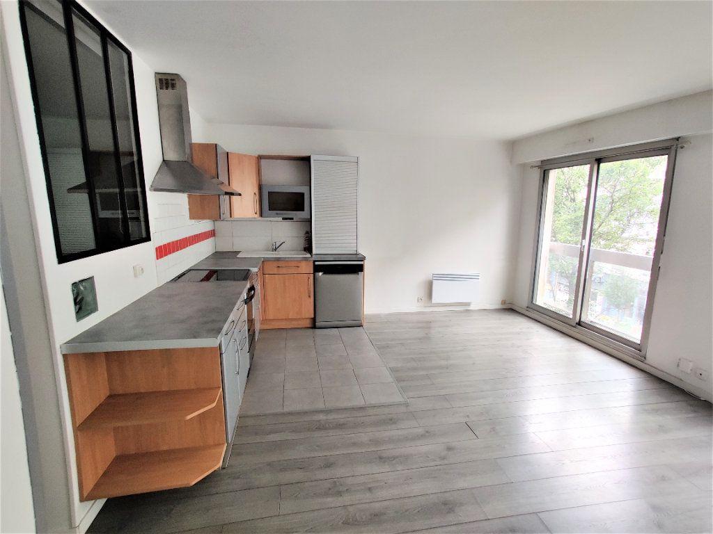 Appartement à vendre 2 42.77m2 à Paris 17 vignette-2