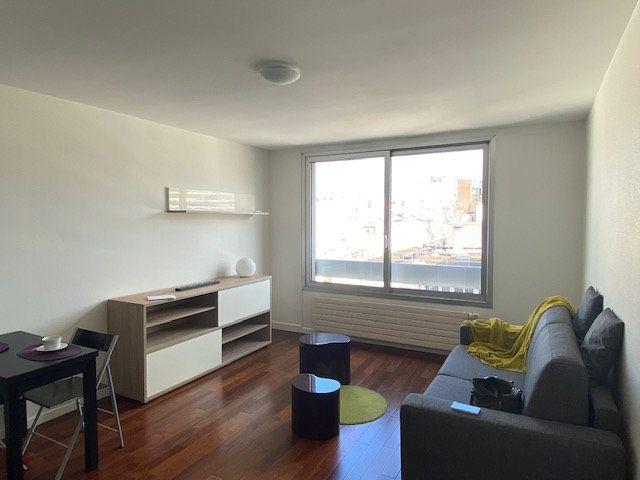 Appartement à louer 1 29m2 à Paris 18 vignette-3