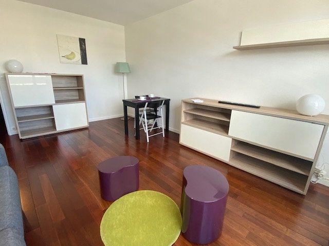 Appartement à louer 1 29m2 à Paris 18 vignette-4