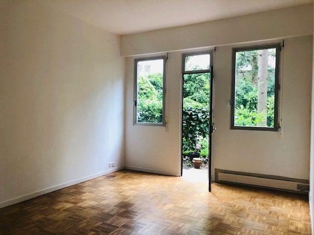 Appartement à louer 2 45.77m2 à Paris 18 vignette-3