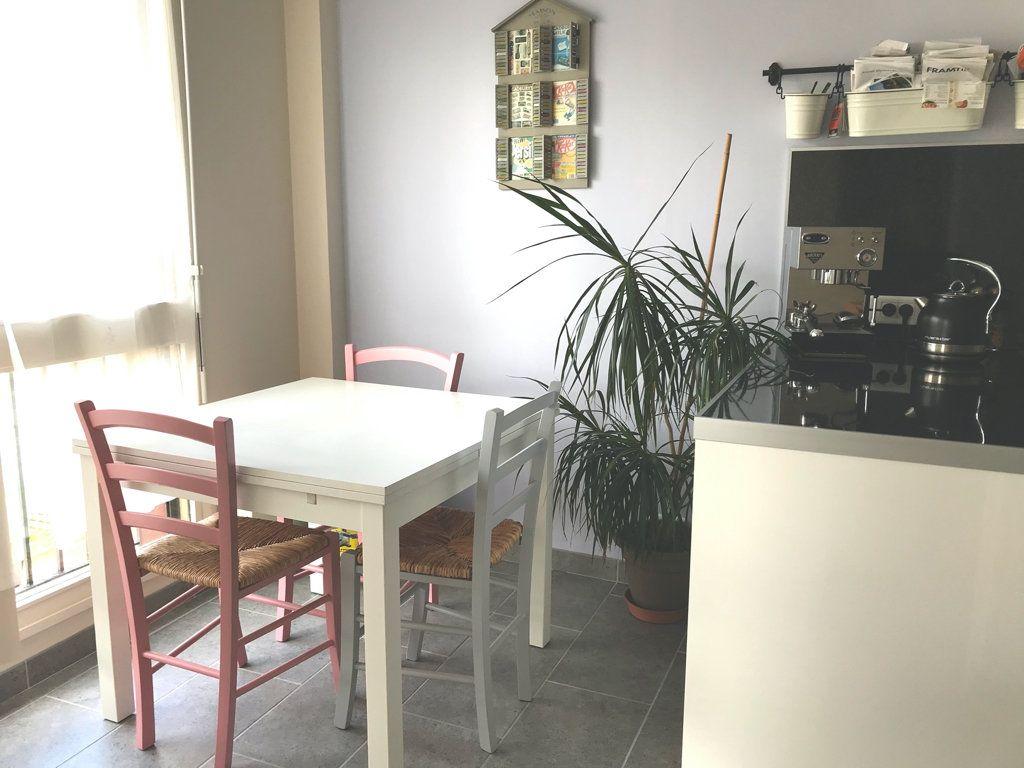 Appartement à vendre 3 65.63m2 à Les Ulis vignette-2