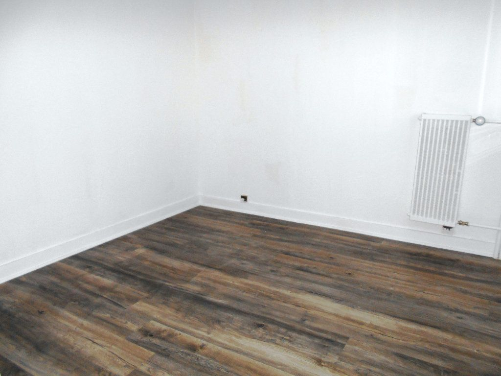 Appartement à vendre 4 75.68m2 à Les Ulis vignette-2