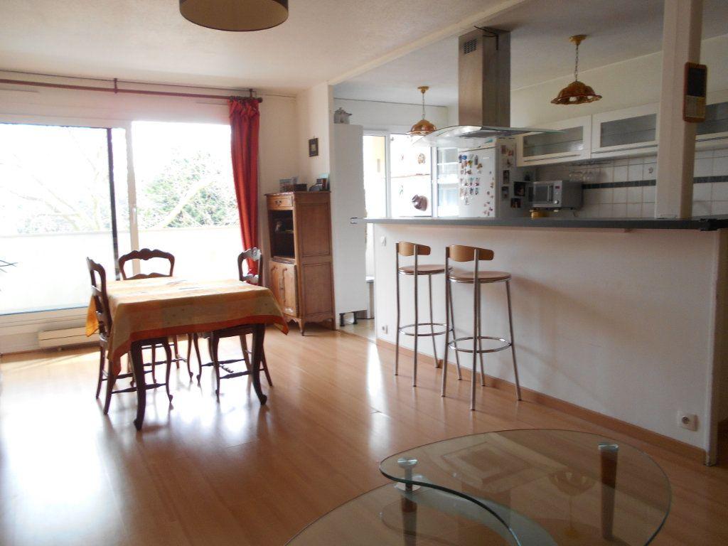 Appartement à vendre 4 87.72m2 à Les Ulis vignette-2
