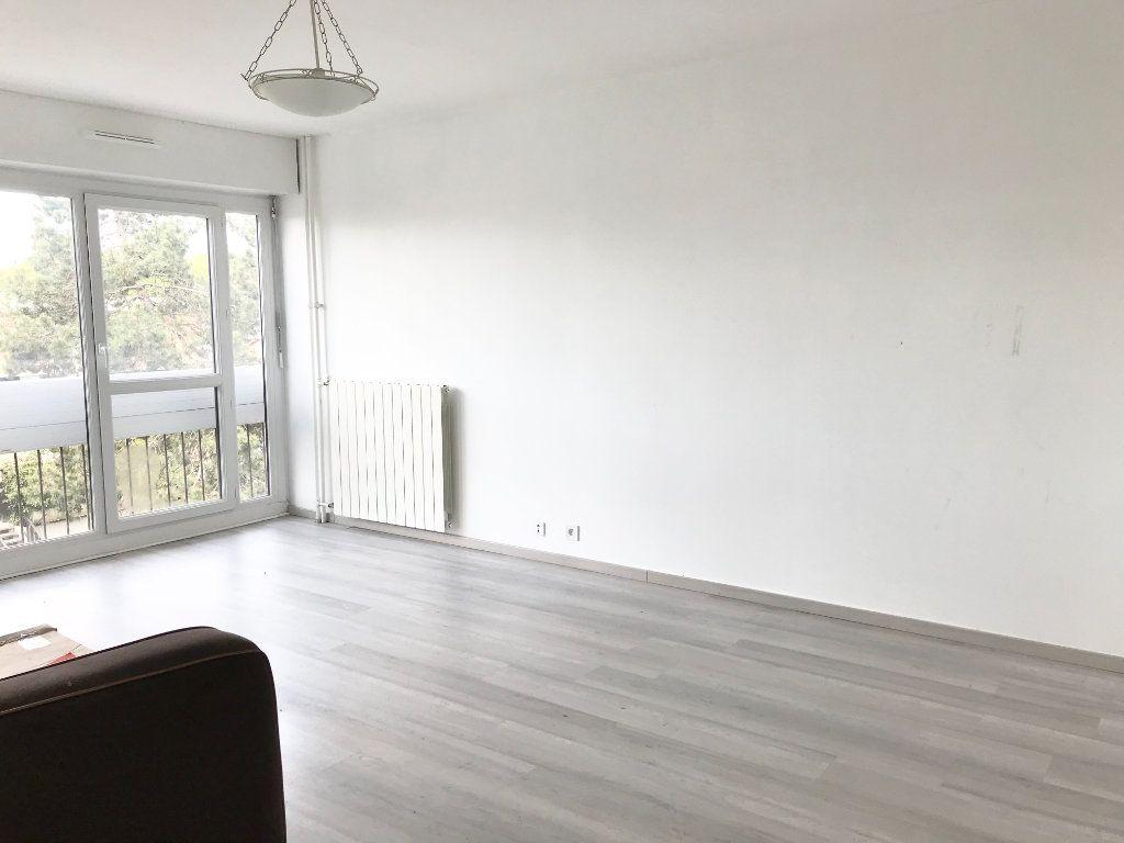 Appartement à vendre 3 67m2 à Les Ulis vignette-2