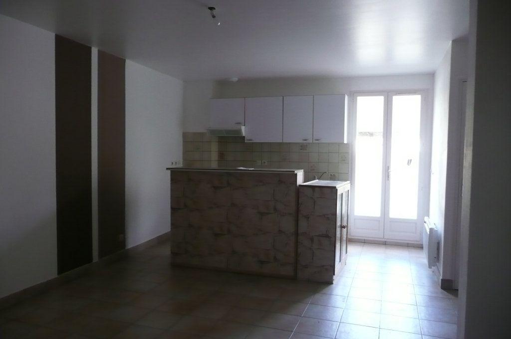 Appartement à louer 3 47.79m2 à Coulommiers vignette-2
