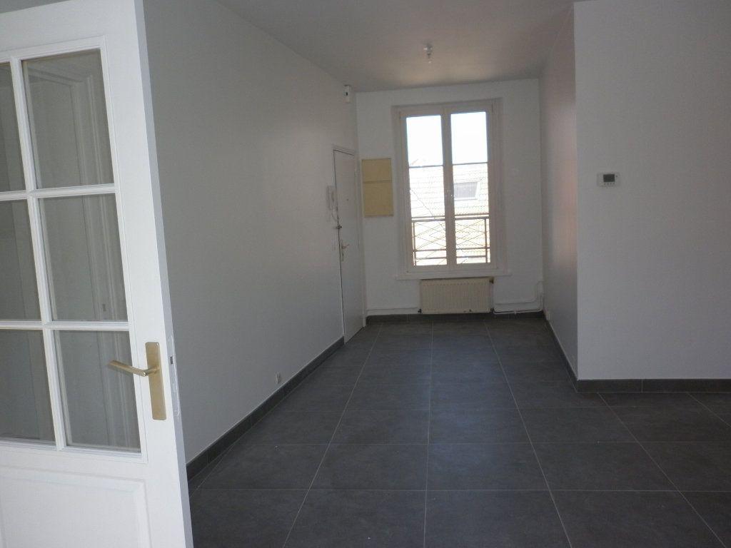 Appartement à louer 4 91m2 à Coulommiers vignette-7
