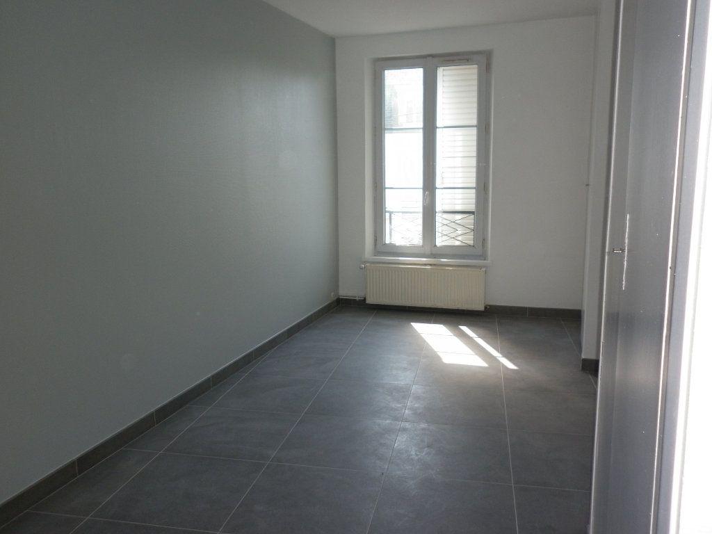 Appartement à louer 4 91m2 à Coulommiers vignette-10