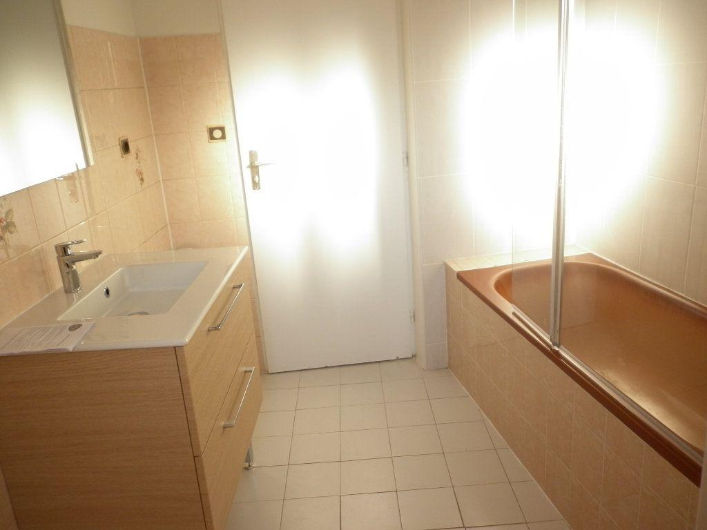 Appartement à louer 3 55.1m2 à Chailly-en-Brie vignette-5