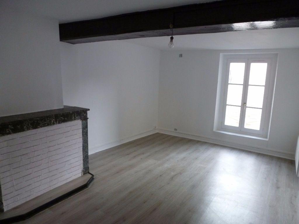 Immeuble à vendre 0 82m2 à La Ferté-Gaucher vignette-1