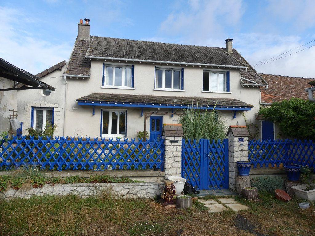 Maison à vendre 6 148m2 à La Ferté-Gaucher vignette-1