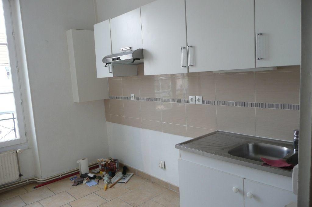 Appartement à louer 5 73.16m2 à Coulommiers vignette-6