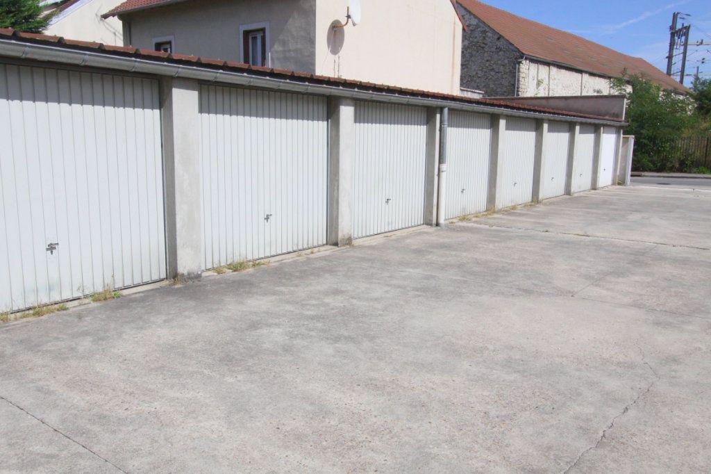 Stationnement à louer 0 0m2 à Les Mureaux vignette-1