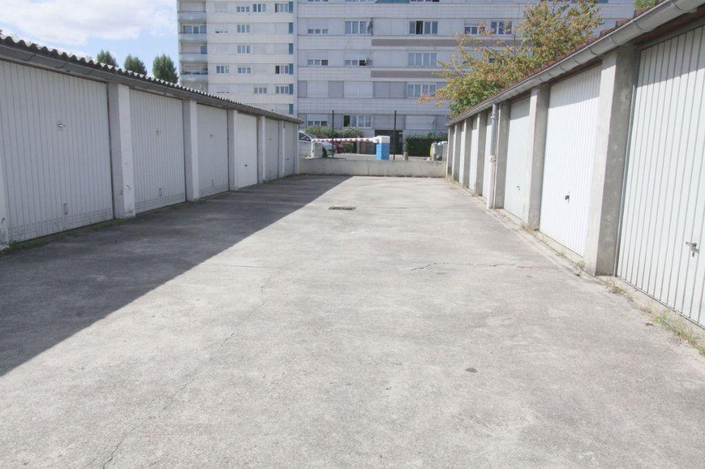 Stationnement à louer 0 0m2 à Les Mureaux vignette-2
