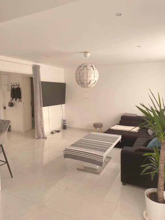 Appartement à vendre 3 67.69m2 à Les Mureaux vignette-2