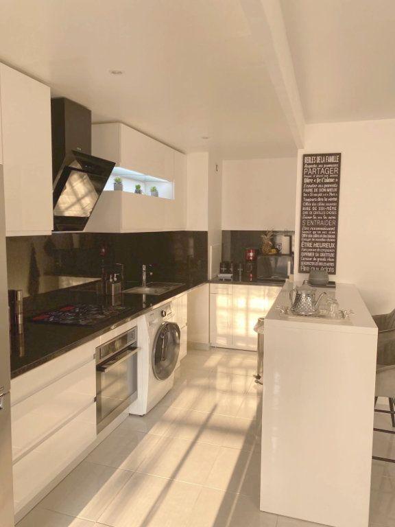Appartement à vendre 3 67.69m2 à Les Mureaux vignette-3