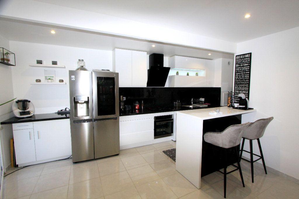 Appartement à vendre 3 67.69m2 à Les Mureaux vignette-4