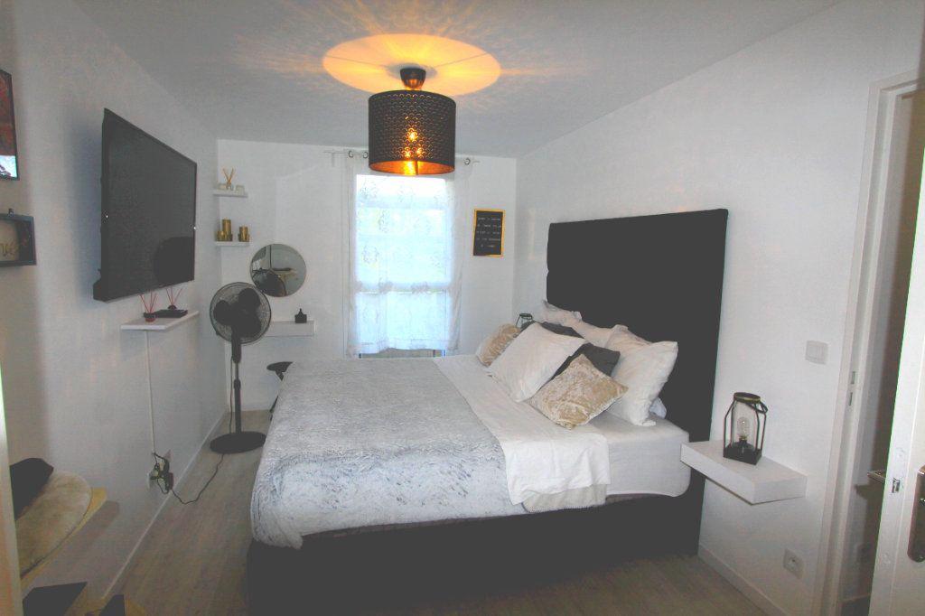 Appartement à vendre 3 67.69m2 à Les Mureaux vignette-5
