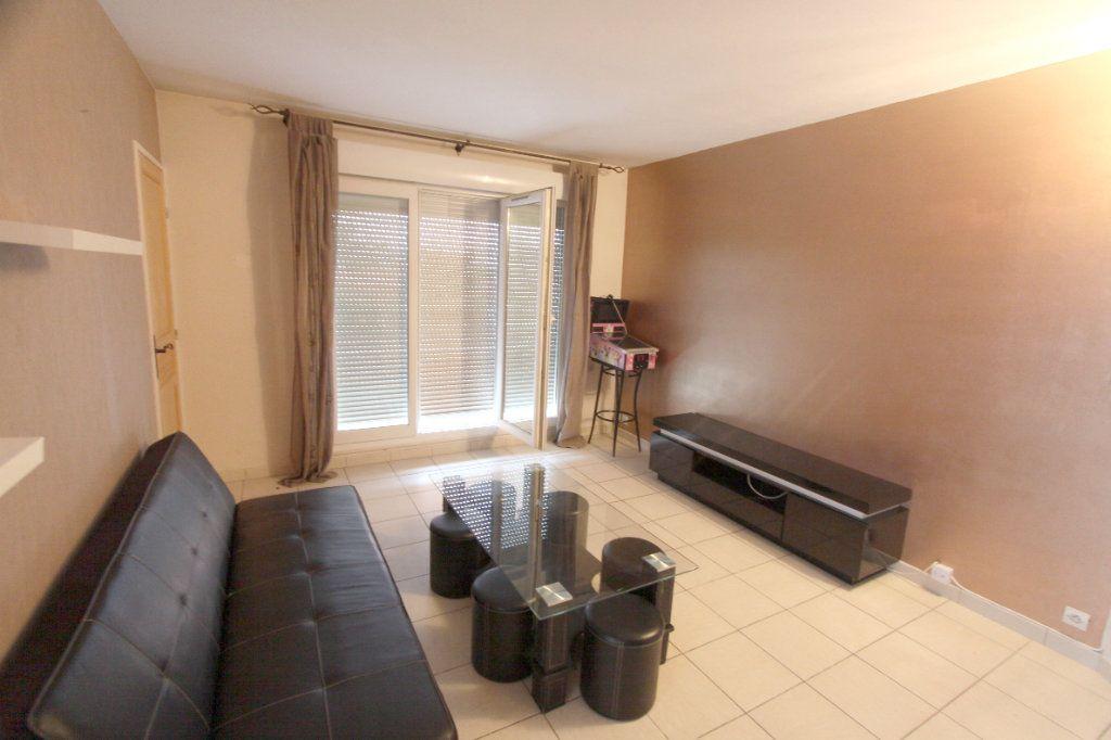 Appartement à louer 2 42.51m2 à Les Mureaux vignette-2