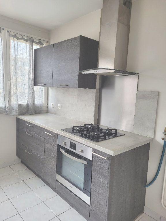Appartement à louer 3 66.6m2 à Les Mureaux vignette-2