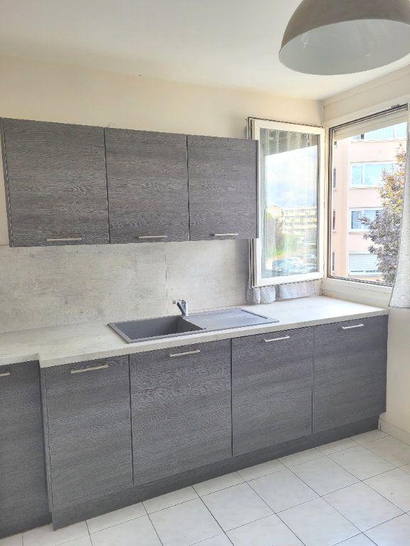 Appartement à louer 3 66.6m2 à Les Mureaux vignette-3